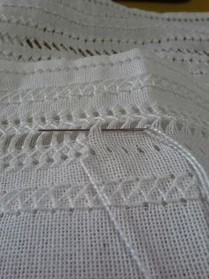 I imagine this technique applied to other fabric like jersey. It wouldn't be exactly the same but some basics can be used. Hardanger Embroidery, Learn Embroidery, Hand Embroidery Stitches, Embroidery Needles, Silk Ribbon Embroidery, Embroidery Techniques, Cross Stitch Embroidery, Embroidery Patterns, Hand Stitching