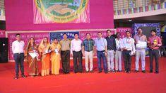 स्वच्छ भारत मिशन (ग्रामीण) एवं पंचायत विभाग की तरफ से आयोजित प्रश्नोत्तरी कार्यक्रम में प्रतिनिधियों ने भाग लिया. कार्यक्रम संचालक द्वारा पूछे गए सवालों के जवाब दिए. सही उत्तर देने वाले विजेताओं क्रमशः श्री घनश्याम यादव, श्री रामगोपाल यादव, श्री गुरुचरण केवट, श्रीमती शांति बाई, श्रीमती अनीता हरबंस, श्रीमती लक्ष्मी अनिल हरबंस को छत्तीसगढ़ शासन के अपर मुख्य सचिव श्री एम. के. राउत एवं सचिव श्री पी. सी. मिश्रा ने पुरस्कार प्रदान किया।