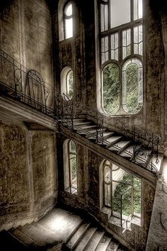 Abandoned  Victorian Mansion   ... .com/post/31494066184/detailsorientedbyshapepluspace-abandoned-house