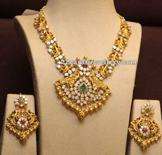 Uncut Diamond Necklace latest jewelry designs - Page 7 of 113 - Indian Jewellery Designs Gold Jewelry Simple, Indian Wedding Jewelry, Trendy Jewelry, Bridal Jewelry, Indian Jewellery Design, Jewelry Design, Fashion Jewellery, Collier Antique, Gold Earrings Designs