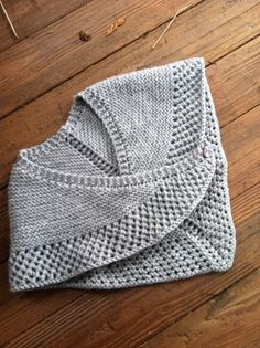 omg the most darling little cape for girls.....who knows how to knit?!?