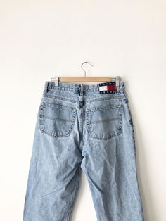 9b8e1c16718e Classic Tommy Hilfiger jeans in a light blue denim color. Via early to mid  90s