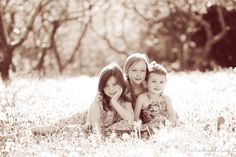 peekaboo photos..... a cute blog made by a photographer with lots of little picture ideas.