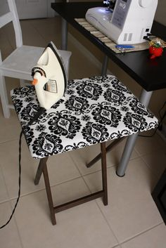This little ironing board is a must for your sewing room! An ironing board made from a TV table My Sewing Room, Sewing Rooms, Sewing Room Design, Sewing Hacks, Sewing Crafts, Sewing Tips, Sewing Tutorials, Sewing Patterns, Sewing Ideas