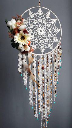 Dream catcher atrapasueños bebé personalizada atrapasueños NOTE do with fall items Lace Dream Catchers, Dream Catcher Craft, Dream Catcher Boho, Mandala Au Crochet, Crochet Doilies, Diy Crochet, Dreamcatcher Crochet, Los Dreamcatchers, Craft Projects