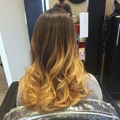 #wella #wellahair #sunlightsbalayage #reneeshairstudio #ichoosefabulous #buddmakesbeautyqueens #instahair #ombre #ombrehair #balayage #balayagehair #balayagephilly #followme #freehand #haircolor #hairpainting #loveyourhair #maketheswitch