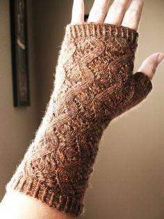 Reycle Micol: Hand Springs Fingerless Mitts - Free Knitting Pattern