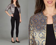Amazing vintage 60s cropped jacket. Gold & silver brocade on a dark blue background. Gold trim. Intact liner. No buttons. Such a beautiful jacket and in fantastic condition. ✨ Approximate size: medium Garment measurements: Bust: open Length: 18 (45.5cm) Material: rayon, metallic Label: Miss Elliette Condition: excellent Model measurements: Height: 59 (1.76m) Bust: 33 (84cm) Waist: 26 (66cm) Hips: 36 (91cm) Approximate size: xs / small * * * Instagram.com/SugarpillVintage