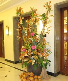 Tropical colours in bloom - hotel arrangement #hotel #flowers