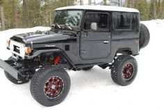An absolutely amazing specimen. Very clean! Toyota Fj40, Toyota Trucks, Toyota Tacoma, Ford Trucks, Toyota Land Cruiser, Land Cruiser 4x4, Carros Toyota, Adventure Car, Show Trucks