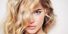 Here's Every Last Bit of Balayage Blonde Hair Color Inspiration You Need. balayage is a freehand painting technique, usually focusing on the top layer of hair, resulting in a more natural and dimensional approach to highlighting. Type 2b Hair, Casual Curls, Hair Contouring, Pelo Natural, Natural Oils, Natural Hair Styles, Long Hair Styles, Good Hair Day, Young And Beautiful