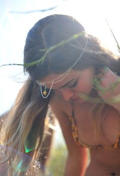 hippie by gail Hippie Love, Hippie Chick, Hippie Gypsy, Hippie Masa, Modern Hippie, Gypsy Style, Hippie Style, Bohemian Style, Boho Chic