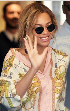 Beyonce Knowles: Sunglasses – Ray Ban  Shirt – Just Cavalli