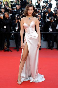 Hot Show Cannes Model Bella Hadid Wardrobe Malfunction. Model Bella Hadid Wardrobe Malfunction Photos at Cannes 2017 today Satin Dresses, Sexy Dresses, Strapless Dress Formal, Beautiful Dresses, Nice Dresses, Prom Dresses, Gowns, Sexy Gown, Sexy Evening Dress