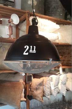 lampara galponera con reja y numero pintado (diam 40)