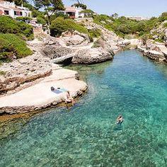 Cala n Bosch in Menora - Travel and Extra Menorca Beaches, Cala N Bosch, Holiday Destinations, Travel Destinations, Ciutadella Menorca, Places To Travel, Places To See, Beautiful Places In Spain, Ponds