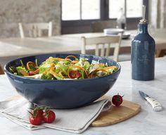 Die handlichen #Schalen und Schüsseln von Emile Henry bestehen aus hochwertigen ofenfesten #Keramik und eignen sich hervorragend zum Servieren von Salaten, #Suppen und #Pasta.