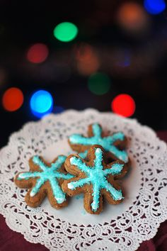 12 Days of Christmas Cookies: Gingerbread Boys #traditional #holiday #vegan