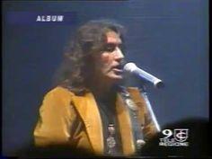 Oggi, 13 marzo, nel 1960 nasce il cantautore rocker Luciano Ligabue; tanti auguri di buon compleanno!!!