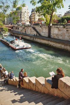 Promenade et pause du dimanche le long des quais de Seine. Bon dimanche à tous! | Walk and sunday break along the banks of the Seine. Nice Sunday to you all!