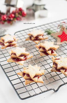 Perfect shortbread German Terrassen Kekse Christmas cookies with raspberry jam!