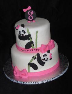 Tarta de cumple rosa decorada con osos panda