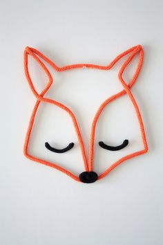 Un renard en tricotin Crochet Diy, Diy And Crafts, Crafts For Kids, Arts And Crafts, Diy Projects To Try, Sewing Projects, Spool Knitting, Wall Ornaments, Diy Décoration