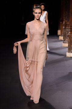 Inspiración Klaleesi en Chez Agnes -> http://chezagnes.blogspot.com/2016/05/moda-fuera-de-serie-modern-khaleesi.html #GameofThrones #Got #JuegodeTronos #JdT #Khaleesi #Fashion #moda   Style of Westeros - Daenerys Targaryen - Vionnet Spring/Summer 2016