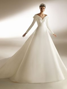 Wedding Gown Ballgown, Royal Wedding Gowns, Igbo Wedding, Wedding Dress Sleeves, Classy Wedding Dress, Luxury Wedding Dress, Princess Diana Wedding, Pronovias Bridal, Bridal Dresses