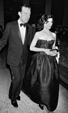 Bianca Jagger y Halston