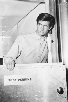 Find bio, credits and filmography information for Anthony Perkins on AllMovie - An shy, slender actor whose name became virtually synonymous with legendary screen Psycho Norman… Classic Hollywood, Old Hollywood, Old Celebrities, Norman Bates, Anthony Perkins, Actor Studio, Best Supporting Actor, Cute Gay Couples, Attractive People
