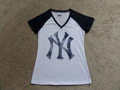 WOMENS medium NEW YORK YANKEES TOP shirt BASEBALL GENUINE MERCHANDISE s/s EUC  #GENUINEMERCHANDISE #TOP #Casual