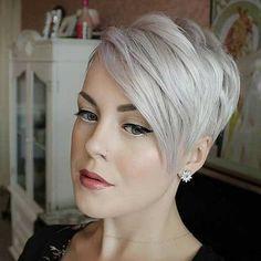 Ein pixie cut ist die beste Art zu zeigen, die Schönheit von Ihrem Gesicht, es ist gewagt, aber gleichzeitig cool und schick. Pixie-cuts geeignet für jede Frau, die alle Sie tun sollten, ist mit einem Haarschnitt, die für Ihren Haartyp und Gesichtsform. 1. Kurze Asymmetrische Pixie Frisur Lange asymmetrische pixie cut mit Grau Haarfarbe und …