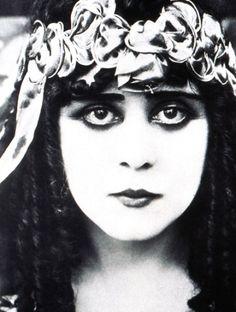 Theda Bara ✾ Born: July 29, 1885, Avondale, Ohio, USA Died: April 7, 1955, Los Angeles, California, USA Cause of Death: Abdominal cancer