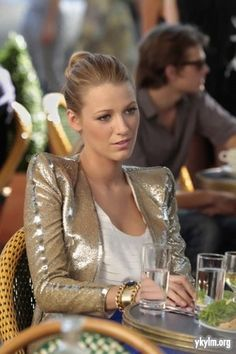 serena pulling off a sequin blazer beautifully http://www.studentrate.com/studentrate/fashion/fashion.aspx