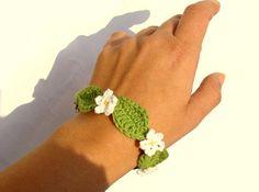 Crochet daisy  flower bracelet by zolayka on Etsy, $14.00