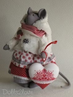 Tilda style mouse Thara made by Dolls2love on Etsy, €67.50.