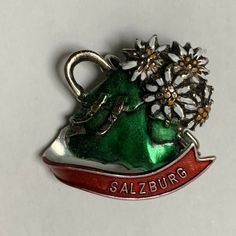 Wallpach Salzberg Brooch Pin Travel Tourist Souvenir Daisies Backpack Flowers #Wallbach Dog Pin, Travel Souvenirs, Silver Flowers, Brooch Pin, Daisy, Vintage Jewelry, Fashion Jewelry, Jewels, Group