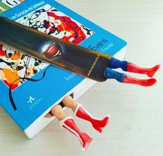 Marcador de livro Super amigosWonder Woman e Super Man.Feito artesanalmente , escolha o seu!Materiais:Polymer clay  • Prazo para postagem:3 dias úteis
