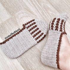 """EMEL HOBİ EVİ on Instagram: """"Günaydın instacanlar 😊 Hayırlı Cumalar 🌹 . . . 🌹🌹🌹🌹🌹🌹🌹🌹🌹🌹🌹🌹🌹🌹🌹🌹🌹🌹🌹 💎💎💎💎💎💎💎💎💎💎💎💎💎💎💎💎💎💎💎 . HEMEN TESLİM PATİKTIR. BUNUN GİBİ ÇEŞİTLİ RENK,…"""" Crochet Slipper Pattern, Crochet Shoes, Crochet Slippers, Crochet Clothes, Knit Crochet, Knitting Patterns, Crochet Patterns, Tea Art, Crochet Accessories"""