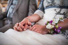 Bruiloft van Joost en Linda » Nickie Fotografie Holding Hands, Hand In Hand