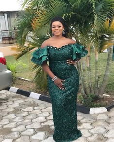 14 Unique Green Asoebi Styles For Wedding and High-Class Occasions. Aso ebi sometimes spelt as Asoebi is a uniform dress, style or outfit that is Nigerian Lace Dress, Nigerian Lace Styles, African Lace Styles, Ankara Styles, African Style, Short African Dresses, Latest African Fashion Dresses, African Print Fashion, Ankara Fashion