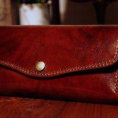 [送料無料] 手縫いの小さな財布  マイクロウォレットCA 財布・二つ折り財布 アルチザンファクトリー 通販 Creema(クリーマ) ハンドメイド・手作り・クラフト作品の販売サイト Sunglasses Case, Creema, Wallets, Bags, Handbags, Purses, Bag, Totes, Hand Bags