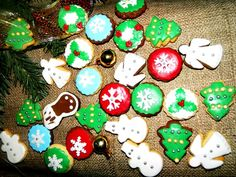 Turta dulce - fursecuri decorate de Craciun - o reteta simpla si numai buna de servita in perioada sarbatorilor de iarna.