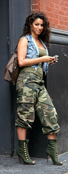 Ways to Look Cool in Army Pants This Year 0191 You are just straight FINE! What a natural beauty! Camo Fashion, Curvy Fashion, Plus Size Fashion, Girl Fashion, Fashion Outfits, Womens Fashion, Camouflage Fashion, Ootd Fashion, Street Fashion