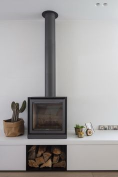 Home Fireplace, Living Room With Fireplace, Fireplace Design, Simple Living Room, Home And Living, Log Burner Living Room, Freestanding Fireplace, Japanese Home Decor, Rustic Industrial Decor
