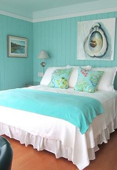 House of Turquoise: Gorgeous beach bedroom! Bedroom Turquoise, House Of Turquoise, Turquoise Cottage, Turquoise Living Rooms, Teal, Turquoise Furniture, Home Bedroom, Girls Bedroom, Wall Colors