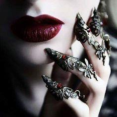 Shop Gothic Clothing on : www.blue-raven.com  Votre boutique de vêtements et bijoux gothiques romantiques, mais aussi d'accessoires, de lingerie et de colorations pour un style original, sexy et raffiné!  #Vetement #Gothique #Romantique