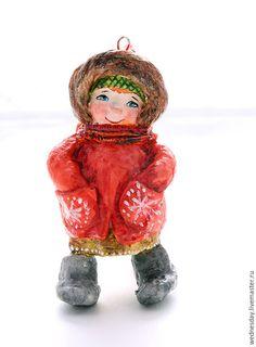 Человечки ручной работы. Девочка в красном пальто. Wednesday. Интернет-магазин Ярмарка Мастеров. Елочная игрушка, елка, Папье-маше