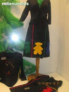 . falda negra algo elastica para su mayor comodidad con adornos de ositos en  tres colores